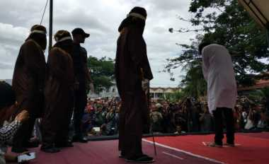 Naahh... Pasangan Gay di Aceh Dicambuk Lima Algojo