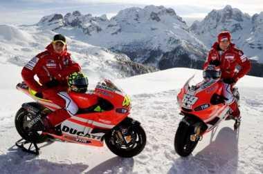 Nicky Hayden, Tandem Valentino Rossi di Dua Tim Berbeda