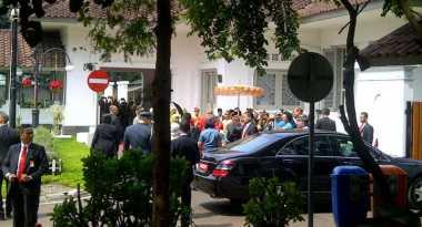 Raja dan Ratu Swedia Disambut Ala Pengantin di Pendopo Kota Bandung