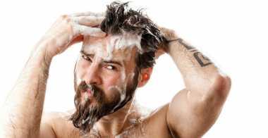 Jangan Nekat! Keramas Pakai Sabun Mandi Bisa Memicu Kebotakan