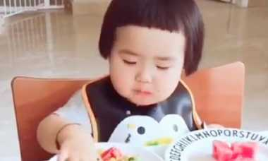 Balita Ini Mendadak Viral Setelah Video Makannya Tersebar di Media Sosial