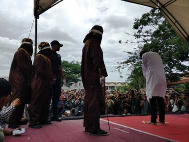 TOP NEWS (6): Media Asing Soroti Hukuman Cambuk bagi Gay di Aceh