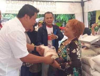 "Helat Bazar Murah, Warga Ciracas ""Serbu"" Beras Kualitas Bagus Perindo"