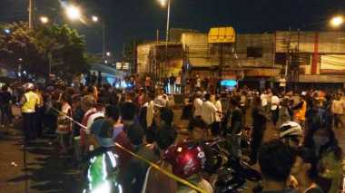 Polisi Terkena Serpihan Ledakan Bom di Kampung Melayu saat Berupaya Bantu Korban