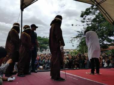Wow! Media Asing Soroti Hukuman Cambuk bagi Gay di Aceh