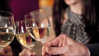 Hati-Hati Ladies! Minum Alkohol Meningkatkan Risiko Kanker Payudara
