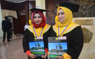 Wisuda Bareng, Mahasiswa Kembar Ini Sempat Kecohkan Panitia