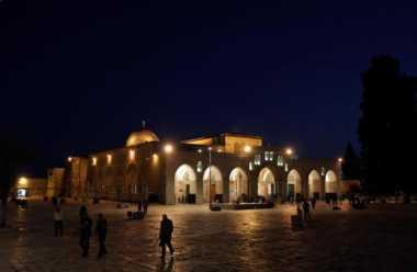Warga Yerusalem Sibuk Bersiap Sambut Kedatangan Bulan Ramadan
