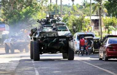 Helikopter Serbu, Kendaraan Lapis Baja Dikerahkan ke Marawi