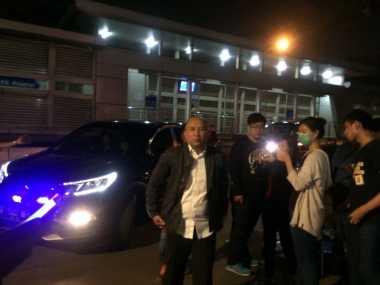 Teten Masduki Kunjungi Korban Bom Bunuh Diri Kampung Melayu di RS Premier Jatinegara