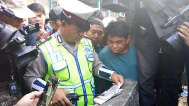 Warga Temukan Buku Catatan di Lokasi Bom Kampung Melayu, Isinya...