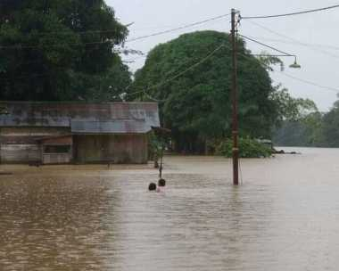 Tolong.. 2.000 Warga Kotawaringin Barat Mengungsi Akibat Banjir 3 Meter