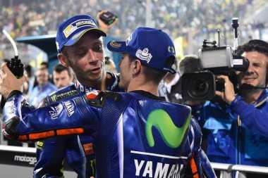 Overtake Cantik Valentino Rossi atas Vinales di MotoGP Prancis 2017