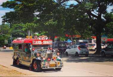 Aiihhh, Angkot di Filipina Pakai Jeep!