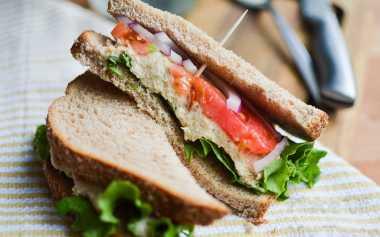 SAHUR YUK: Sarden Roti Tawar, Sahur dengan Menu Simpel & Praktis