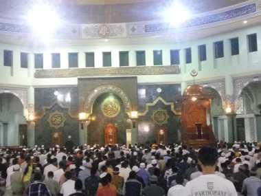 Hari Pertama Tarawih, Ini Suasana di Masjid Raya Al-Azhom Kota Tangerang