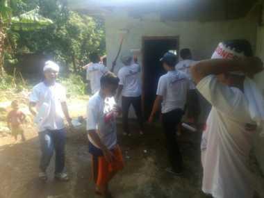 DPC Perindo Cipanas Gotong Royong Bersihkan Musala