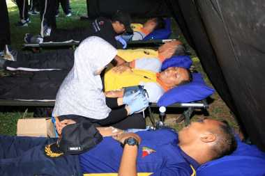 Jaga Pasokan Selama Ramadan, Polisi & TNI Donorkan Darah di Semarang