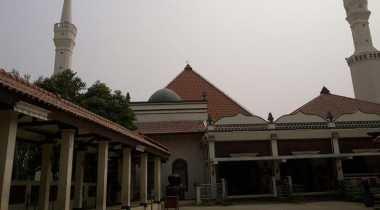 Jelang Ramadan, Ratusan Mahasiswa Bersihkan Masjid di Sekitar Kampus