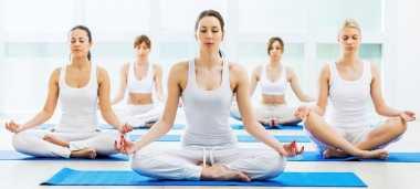 Tubuh Langsing dan Kencang di Usia 40-an? Yoga dan Tenis Rahasianya!