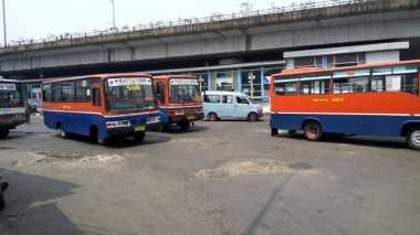Imbas Bom, Metromini Sepi Penumpang di Terminal Kampung Melayu