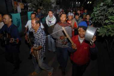 Sambil Berjalan Kaki, Ratusan Warga Gorontalo Gelar Tradisi Ketuk Sahur