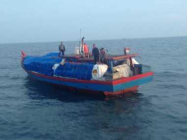 Bea Cukai Tangkap 2 Kapal Penyelundup Pakaian Bekas di Perairan Kuala Tanjung