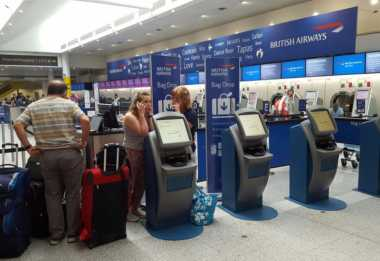 Sistem Terganggu, Maskapai Inggris Batalkan Penerbangan di 2 Bandara Utama