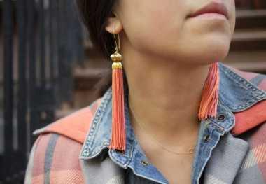 Nunggu Buka Puasa, Yuk Bikin Tassel Earrings yang Lagi Hits!