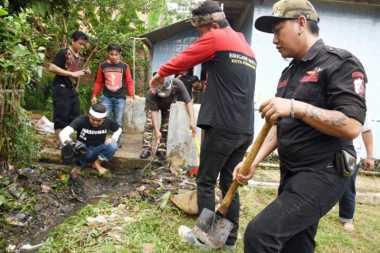 TOP NEWS (7): Bersihkan Masjid di Purwakarta, Kang Dedi Ajak Ratusan Preman
