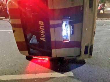 Sopir Kabur Usai Minibus Terguling di Daan Mogot
