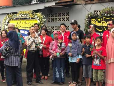 Pasca Ledakan, Keluarga Korban Bom Tabur Bunga di Terminal Kampung Melayu