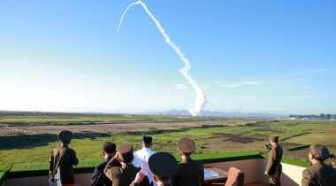 VIDEO: Kim Jong-un Saksikan Langsung Uji Coba Sistem Pertahanan Udara Korut