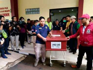 Keluarga Kedua Bomber Kampung Melayu Iringi Jenazah ke TPU Pondok Rangon