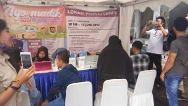 Posko Pendaftaran Mudik Gratis di Depok Diserbu Warga