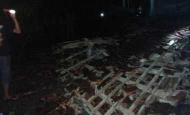 Inalillahi...Sejumlah Bangunan Roboh Akibat Gempa di Poso