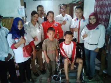 Dibantu Kursi Roda oleh Hary Tanoe, Keluarga Lumpuh Layu di Sragen Riang