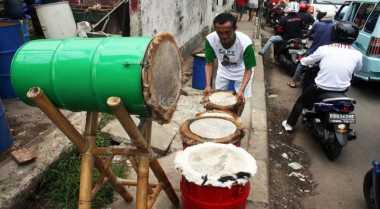 Pedagang Kulit Bedug Menjamur di Jalanan Kota Cianjur