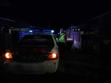 Cari Berkah Pahala, Begini Cara Polisi Lalu Lintas Bangunkan Sahur Warga