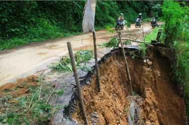 Tebing Pantai Ngungap Ambrol, 30 Rambu Tanda Bahaya Dipasang