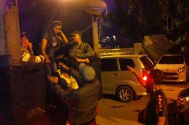 Razia di Malam Ramadan, Satpol PP Amankan Pasangan Mencurigakan dari Warung Remang-Remang