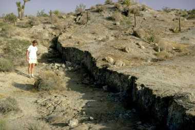 HISTORIPEDIA: Dua Gempa Besar Guncang California Sebabkan Retakan 70 Km