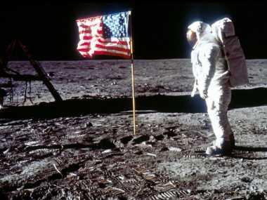 Pendaratan Astronot di Bulan dan 3 Teori Konspirasi Dunia Lainnya