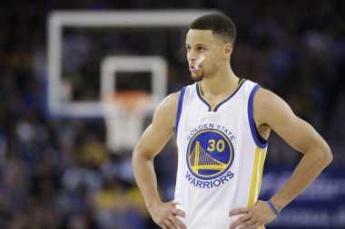 Wih! Raih Cincin Juara Musim 2016-2017, Curry Masuk Jajaran Elite NBA