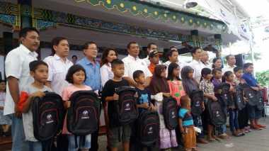 Kartini Perindo Yogyakarta Bagikan Tas dan Kerudung untuk Siswa Miskin