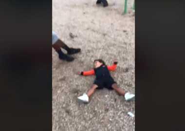 VIDEO: Pusing Terlalu Banyak Diputar, Bocah Ini Buat Netizen Tertawa