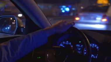 Punya Masalah Mata Silinder, Jangan Menyetir di Malam Hari!