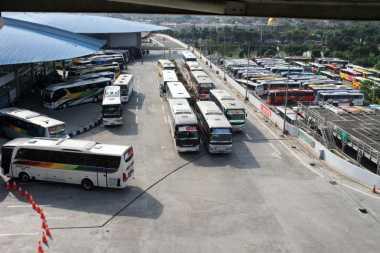H-3 Lebaran, Arus Mudik di Terminal Bus Purabaya Melonjak Signifikan