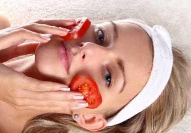 Jerawat Mulai Meradang? Segera Kompres dengan Tomat dan Lidah Buaya