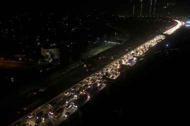 Tol Jakarta-Cikampek Macet 9 Kilometer, Contraflow Diberlakukan di 2 Titik